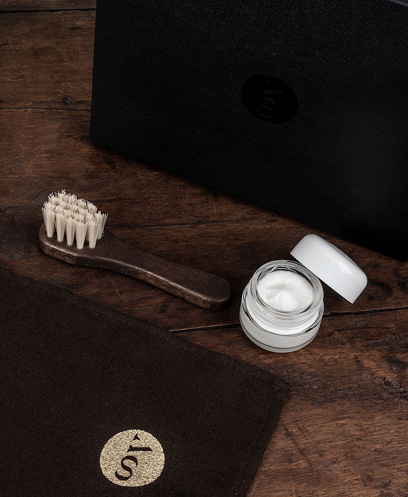 LEATHER CARE KIT  (BRUSH, WOOL CLOTH AND CREAM) FOR VEGETABLE TANNED LEATHER