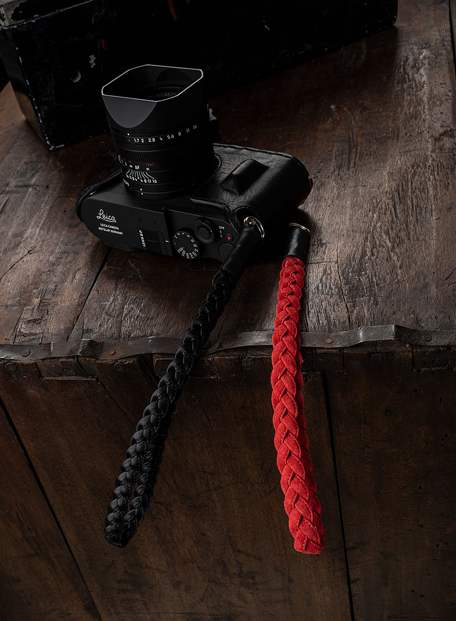BRAIDED WRIST STRAP BLACK RED